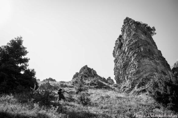 Προς το βράχο
