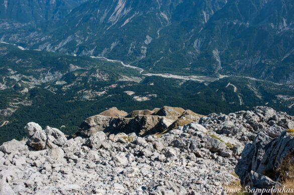 Θέα ανατολικά της κορυφής